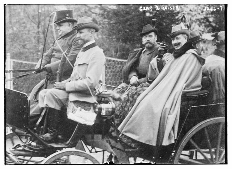 1910. Император Николай II и кайзер Вильгельм II едут по улицам Берлина.  05.11. (2)
