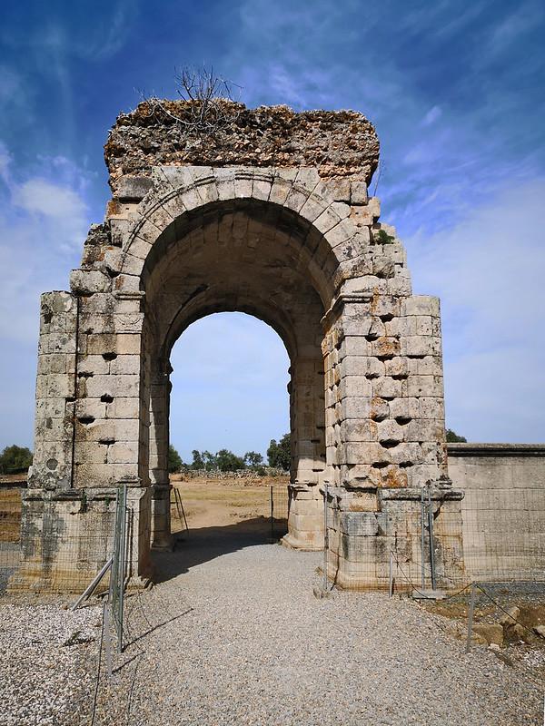 arco tetrapylum ciudad romana Caparra via de la Plata Caceres 02