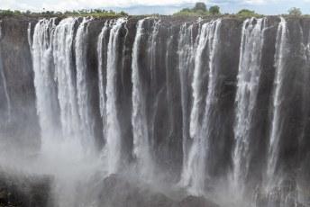Dit zijn de main falls in het midden. Het water spat hier tegen je aan.