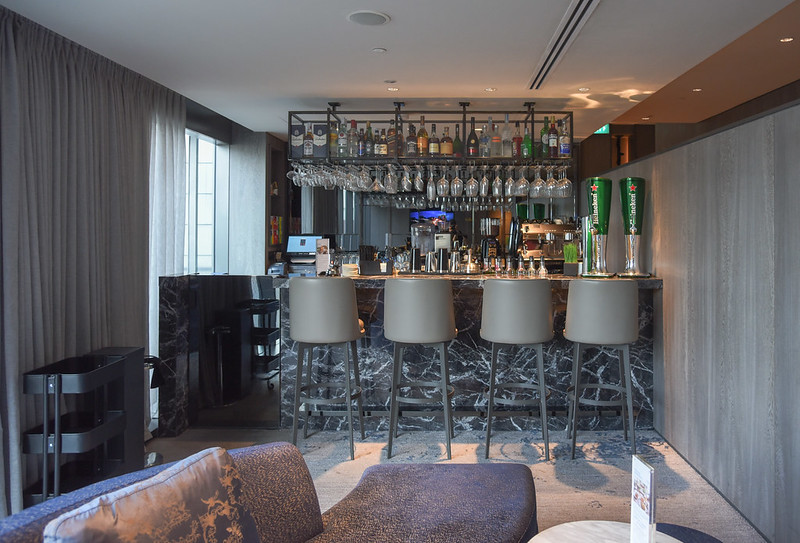 the bar - oakwood oue premier singapore