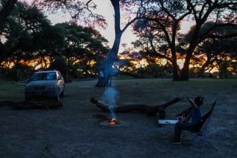 Daarna was het weer tijd voor vuur en wijn, terwijl Lucía de apen even naar de juiste tak dirigeert.
