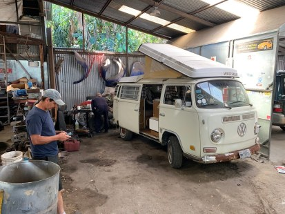 Working on the kombi in San Jose (8-2-2019)