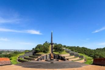 Daar wachtte namelijk dit prachtige monument genaamd 'Heroes Acre'. Het is (uiteraard) ontworpen en gebouwd door Noord-Koreanen.....
