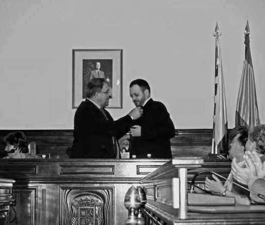 MI INSIGNIA DE CRONISTA OFICIAL PARA NUESTRA SEÑORA DE LOS DOLORES DE TRIANA por José Luis Yánez