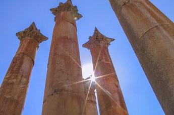 De pilaren van de tempel van Artemis. Deze zijn zo geconstrueerd dat ze kunnen meebewegen bij een aardbeving, opdat ze niet afbreken en neerstorten.