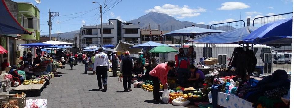 Mercado de frutas y verduras Otavalo Ecuador 05