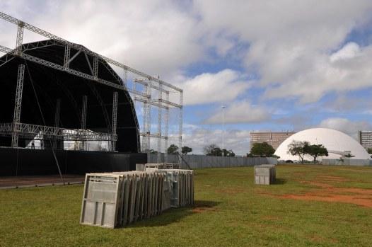 Resultado de imagem para imagem da esplanada pronta para o aniversario de brasilia