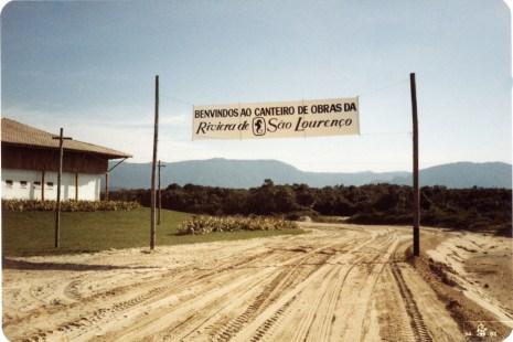 1983 - a faixa dá as boas vindas a quem chega à Riviera pela praia