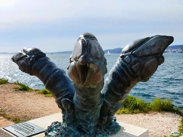 Vigo-Paseo de Bouzas-La trinidad del percebe