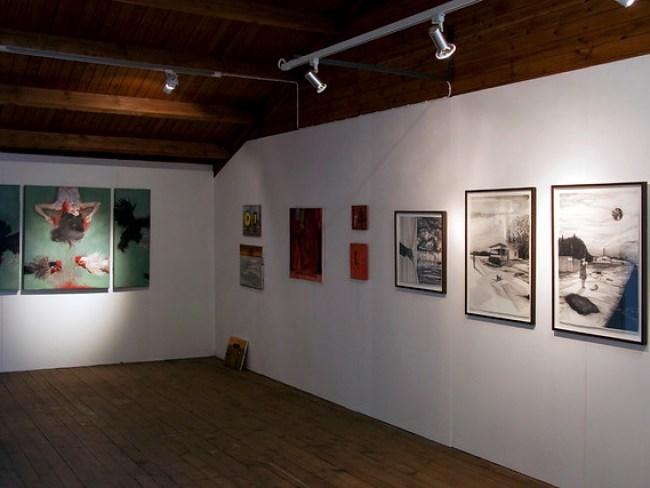 I fonden en triptyk av Hasti Radpour. Längst till höger verk av Angelica Olsson.