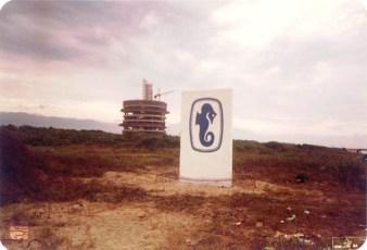 1984 - Construção do Riviera Flat, o primeiro prédio a ser erguido na Riviera.