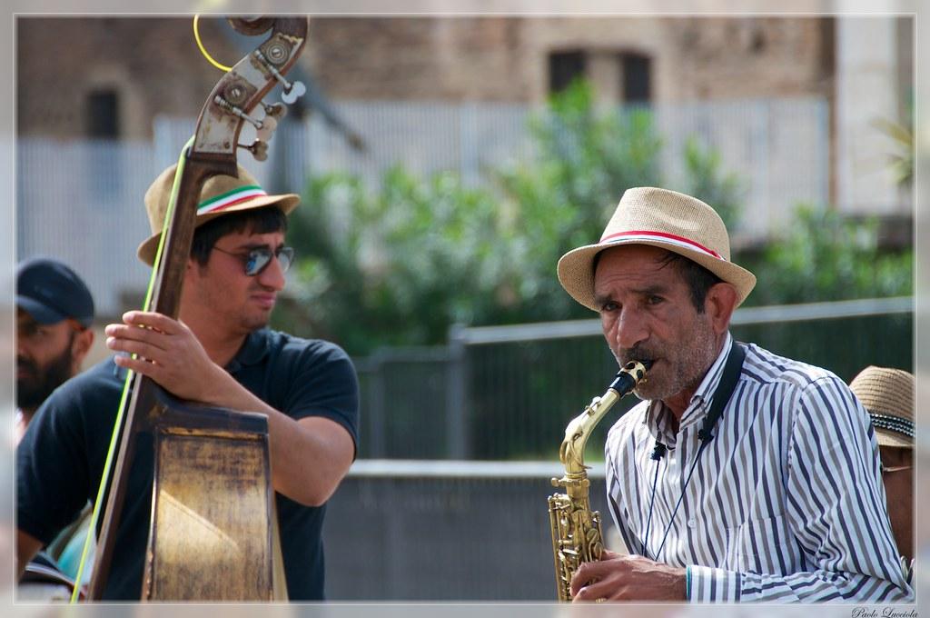 music along Fori Imperiali