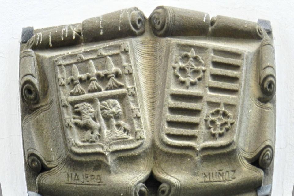 Escudos Heráldicos en Baeza Jaen Patrimonio de la Humanidad 01