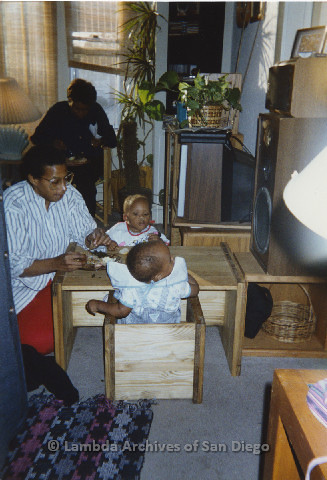 P125.014m.r.t Marti Mackey eating with Phyllis Jackson's grandchildren