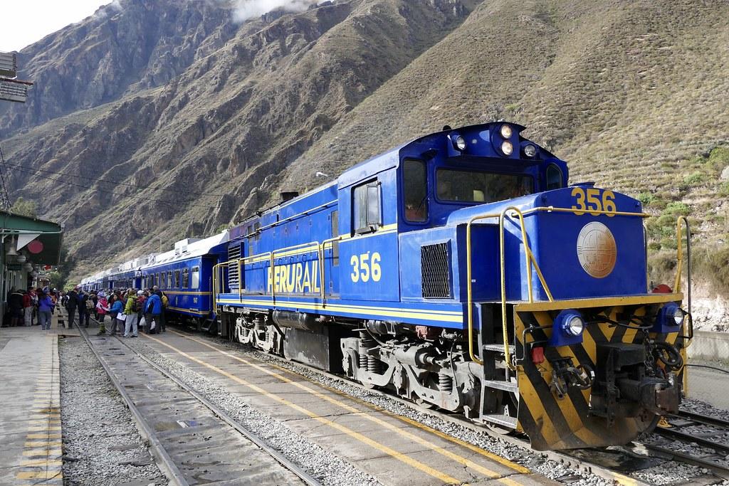 PeruRail Train to Machu Picchu in Ollantaytambo station Pe…   Flickr