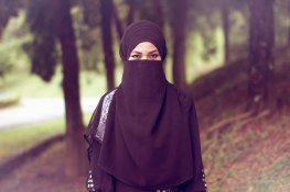 Hijab | Model: Na'ela Photo: Sevensigns www.thysevensigns.co… | Flickr