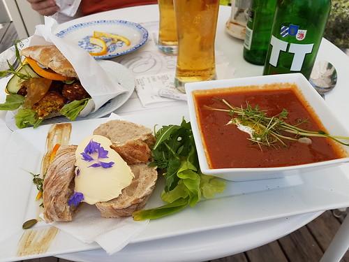 Lunch i cafét på Strandnära
