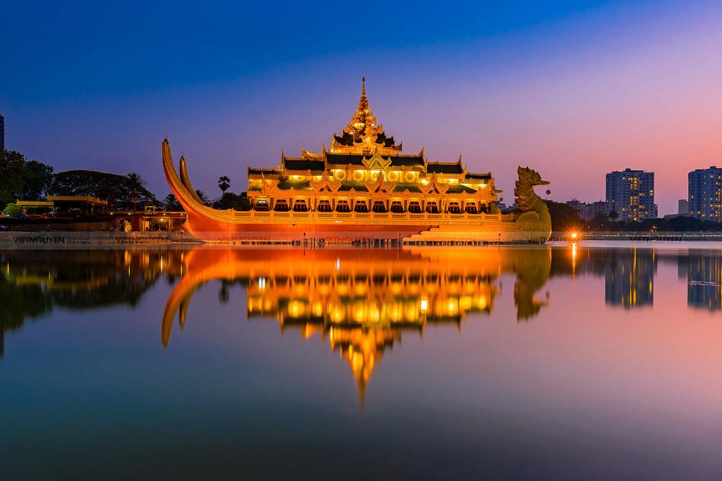 Karaweik Palace At Kandawgyi Lake Yangon Myanmar Flickr