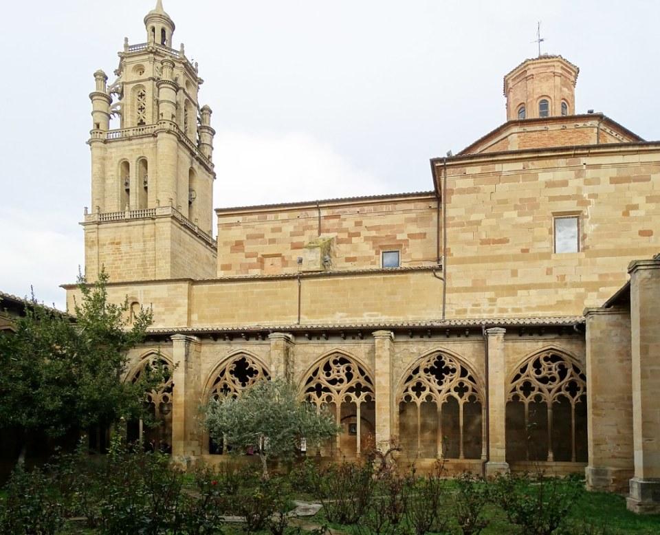 claustro gotico tardio Iglesia de Santa Maria de villa de los Arcos Navarra 01