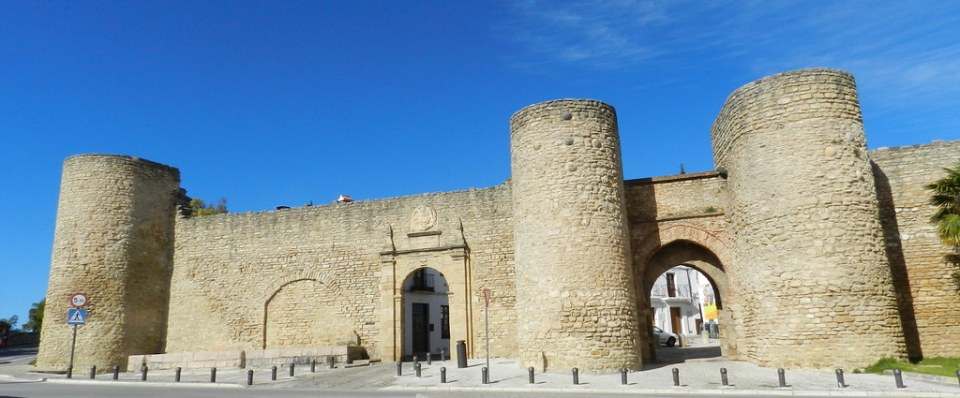 Muralla Sur y Puerta de Almocabar Ronda Malaga 03