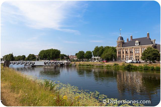 Muntbrug y el Muntgebouw en Kanaalweg