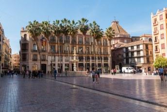 Als je doorloopt kom je op de Plaza de la Constitución met de Geneefse fontein.