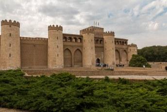 Het Palacio de la Aljafería, een moors paleis uit de 11de eeuw.