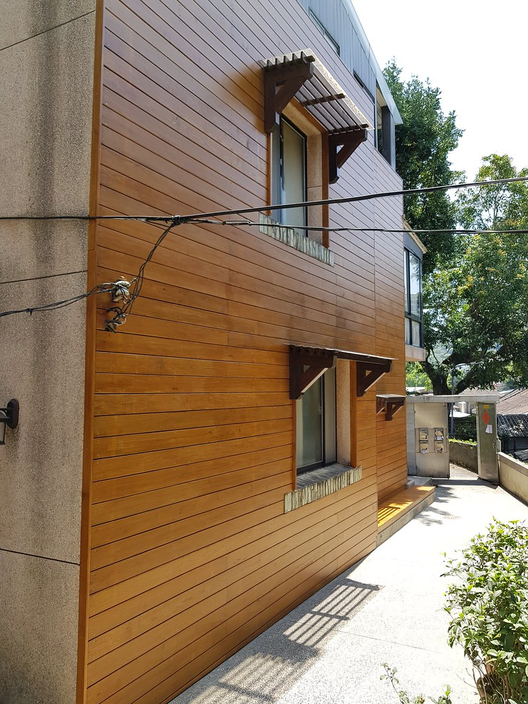 士林芝玉路-南方松 牆板 圍牆 雨遮   南方松設計也太美!打造質感空間就找園匠工坊專業南方松木結構設計在家就能遠離塵囂…   Flickr