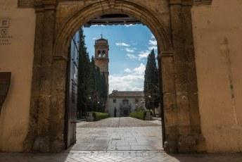 Weer een stukje verderop het Klooster van Sint Jeroen (Monasterio de San Jerónimo).