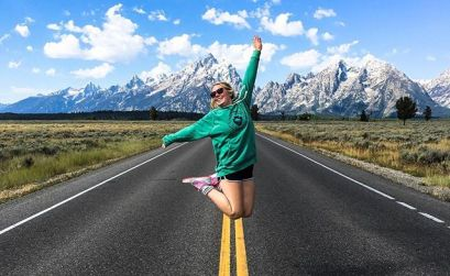 When I saw the #femaletravelbloggers campagin lauched by @ladyvenom I instantely thought of this photo. ⠀⠀ This particular morning we woke up a sunrise, cooked some breakfast and jumped in the van heading towards Grand Teton National Park. ⠀⠀ We had been camping in below freezing tempetures in Yellowstone and any sense of fashion had gone out the window. ⠀⠀ In the photo, I have a long sleve top on, shorts and fluffy socks with sneakers (runners in Ireland) 🙈 ⠀⠀ Most definately not your instagram worthy shot, yet, it's one of my favourites from the trip. ⠀⠀ It captures fun, it captures beauty and it captures the true way I travel. Trying to get the most of everyday. ⠀⠀ Don't get me wrong, I love dressing up and putting makeup on when I travel but its not always realistic. ⠀⠀ But this is me 👋