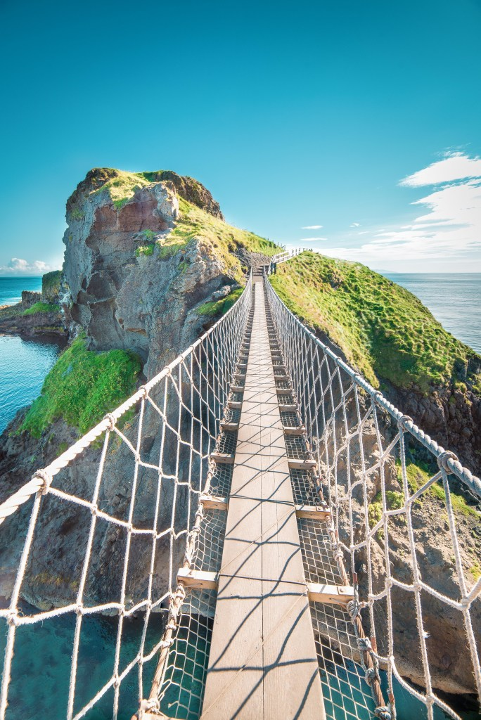 Virtual Tours of Ireland - Carrick a Rede Rope Bridge, County Antrim, Ireland
