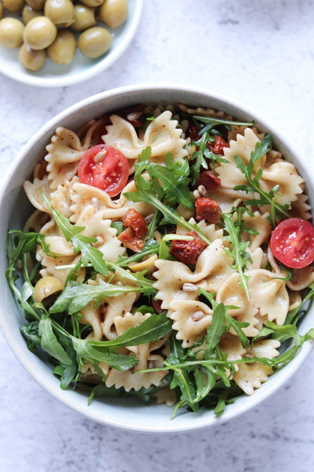 Nudelsalat mit Pesto und getrockneten Tomaten 2