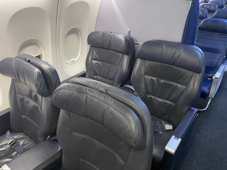 737 900 How Many Seats