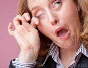woman-ithcing-eye