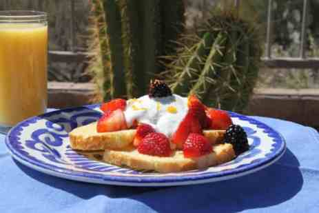 yogurt and berries french toast