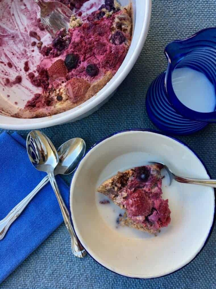 Berry Cardamom Baked Oatmeal | An easy recipe filled with good-for you oats, walnuts, fruit and spices. A LiveBest favorite! www.LiveBest.info