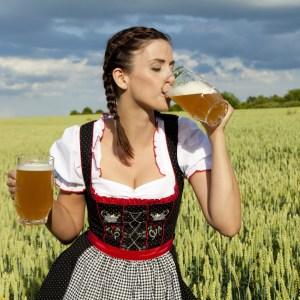 beer-girl-oktoberfest-woman-hottie