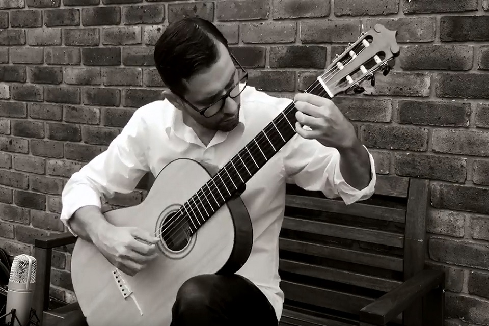 Solo Classical Guitarist in London - Live Classical Musicians