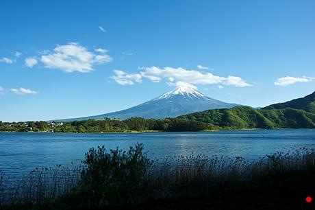 河口湖から見た富士山の写真