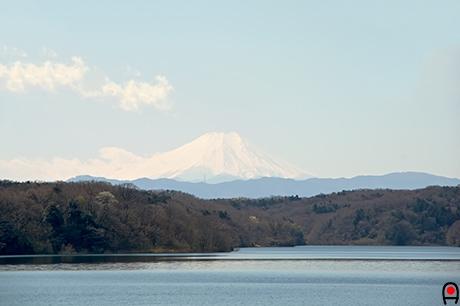 狭山湖と富士山の写真