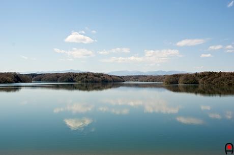 狭山湖に映る雲の写真