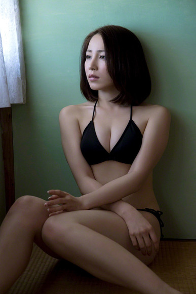 吉川友のおっぱい画像007