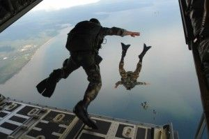 720th_Special_Tactics_Group_airmen_jump_20071003-300x199