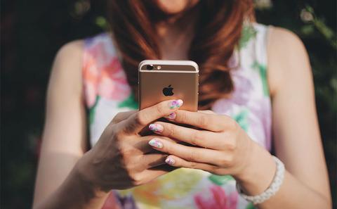 woman_smartphone_free