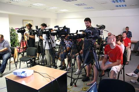 press-conference-1166343_640