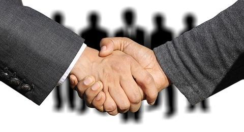 shaking-hands-3091908_640
