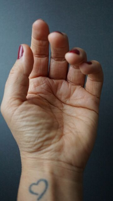 hand-4518814_640