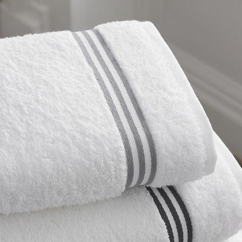 bathroom-1281614_640