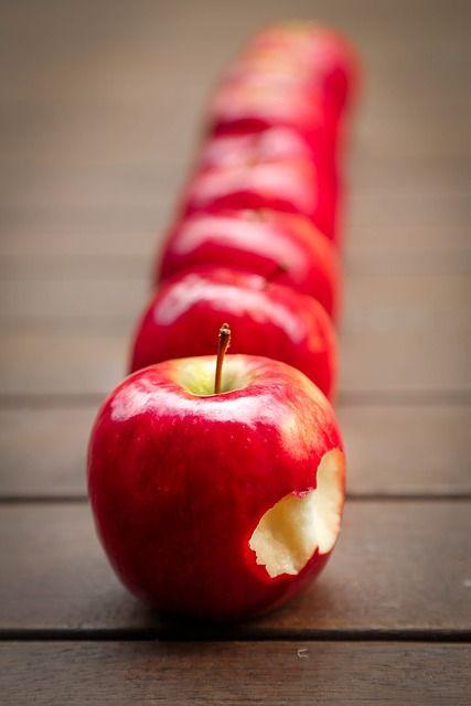 apples-634572_640