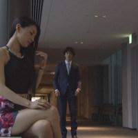 ドラマのミニスカ衣装がエロい芦名星(30) のキャプ画像